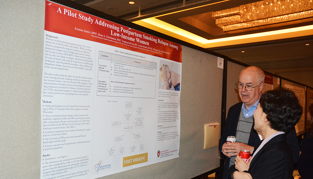 Dr. Bruce Christiansen discusses his poster at SRNT with Dr. Nayoung Kim.